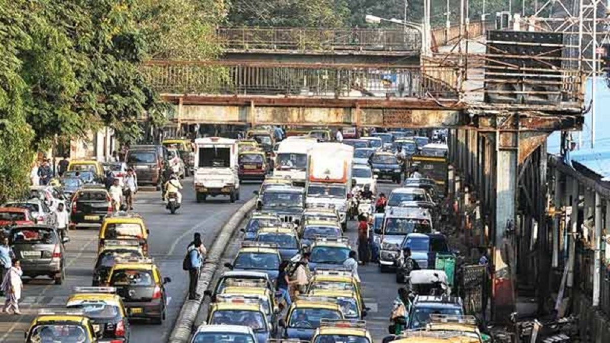 Mumbai: After delay in reconstruction of Charni Road's FOB, officials begin work again