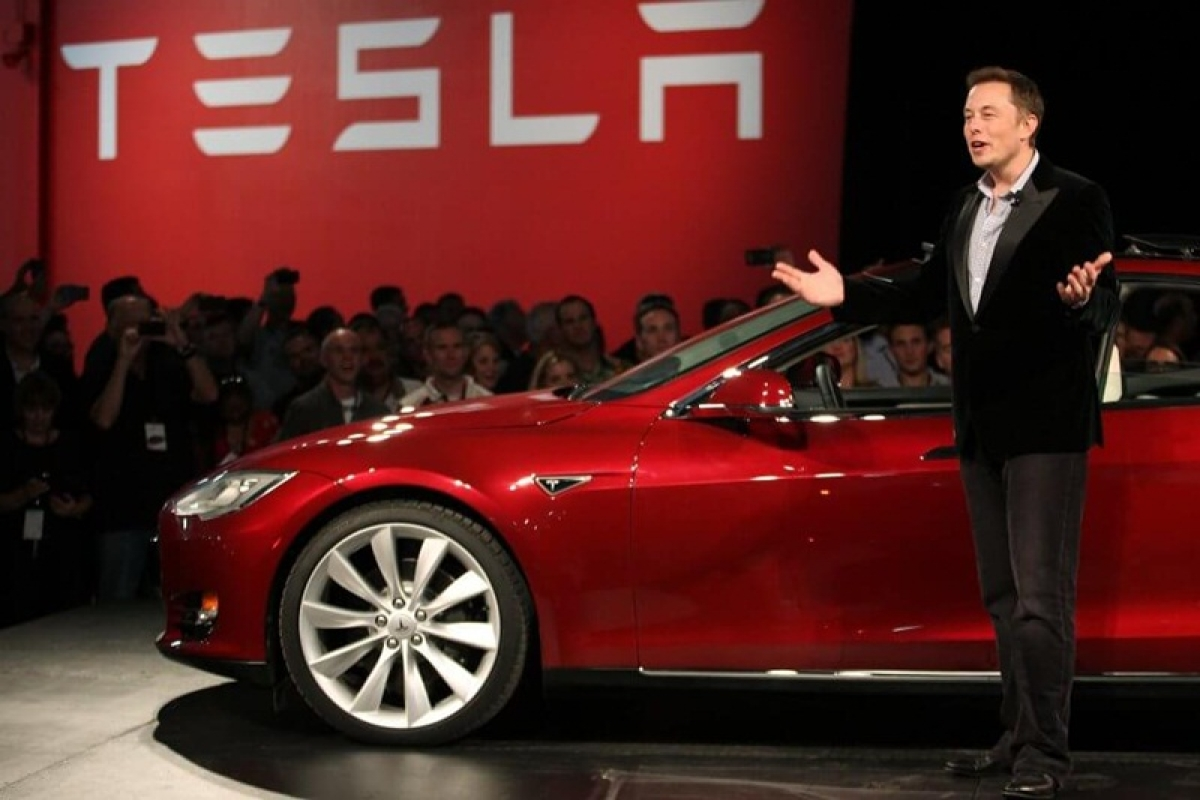 Tesla acquires trucking firms to deliver Model 3 on time: CEO Elon Musk