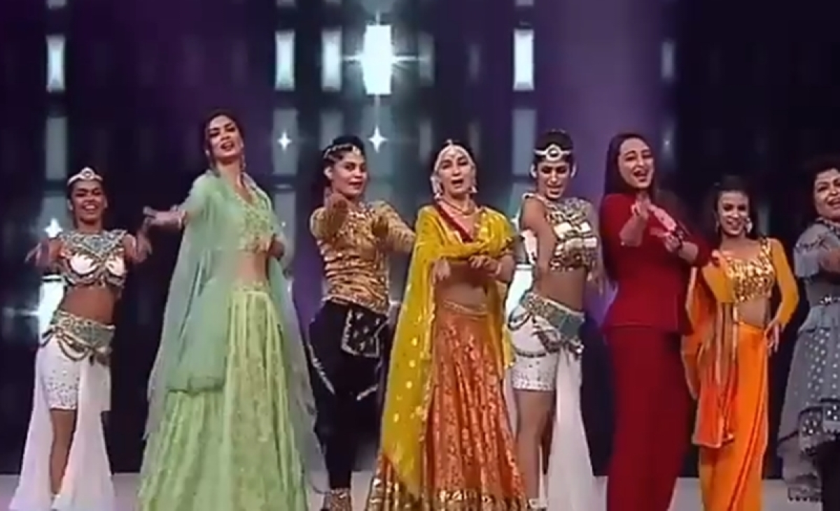 Madhuri Dixit recreates 'Choli Ke Peeche' with Sonakshi Sinha and Diana Penty! Watch video