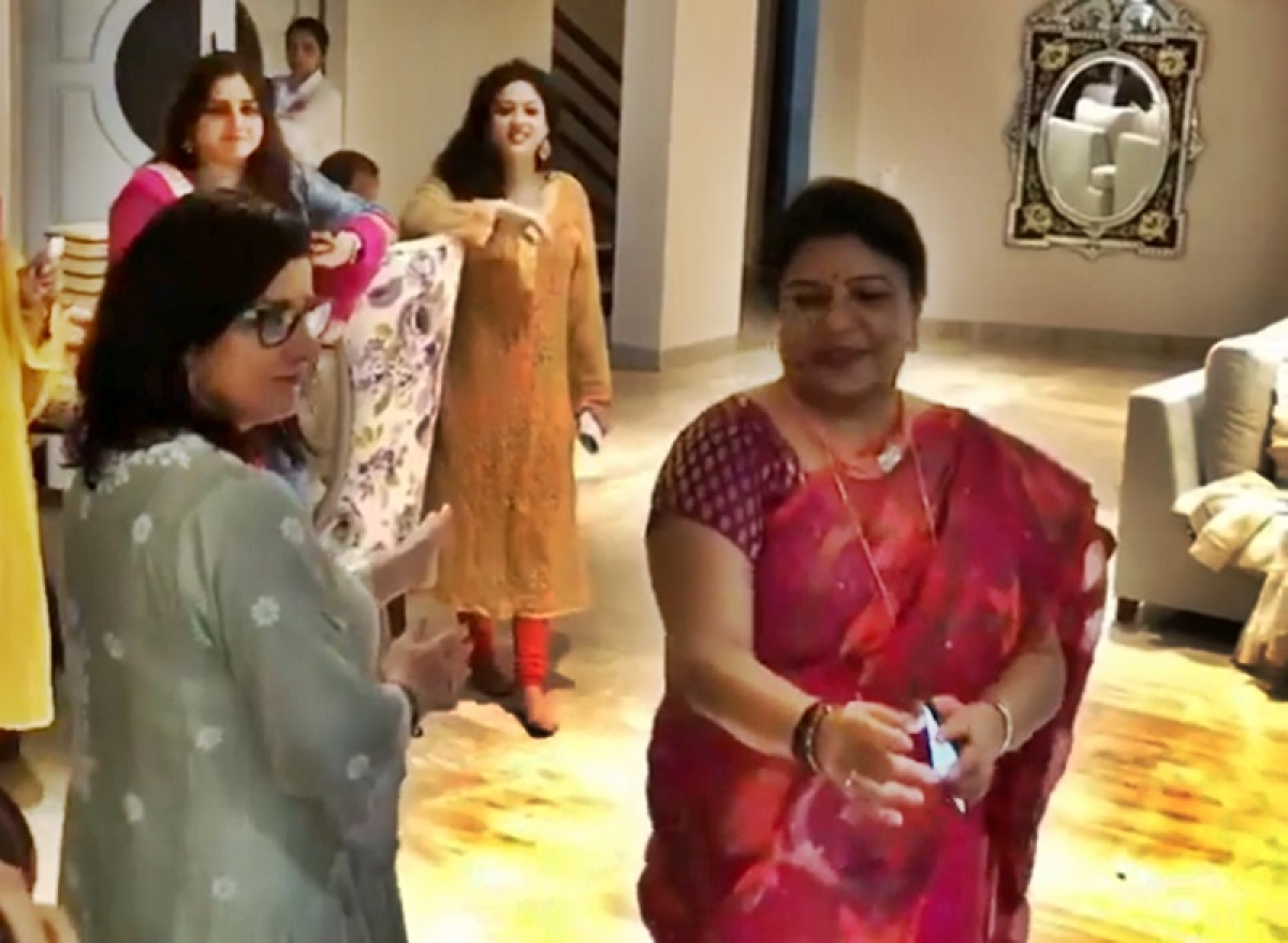 Punjabi Tadka! Priyanka Chopra's Maa and Sasu-Maa groove in this engagement party video
