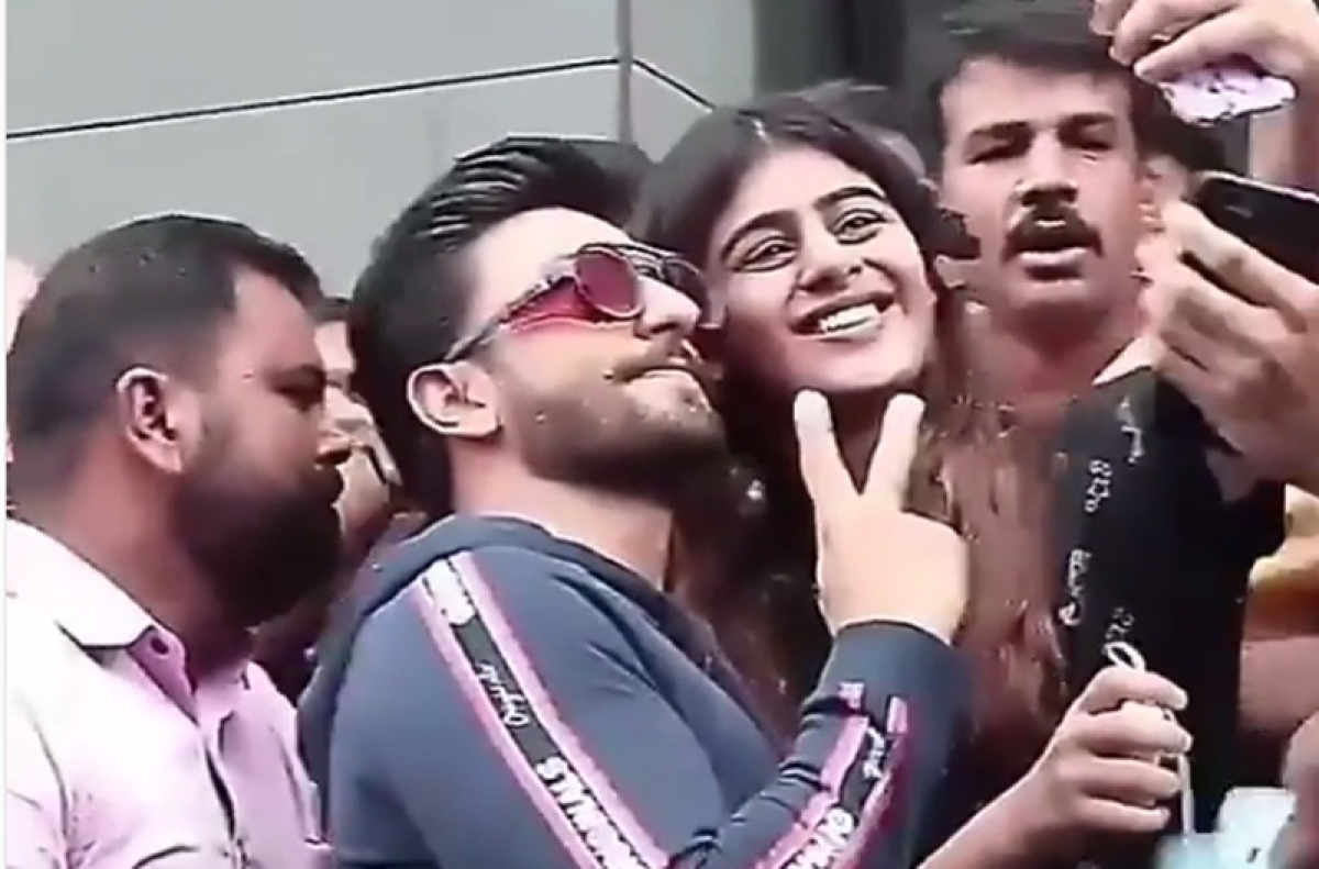 Ranveer Singh protects his female fans from being mobbed by crowd in Mumbai; watch video