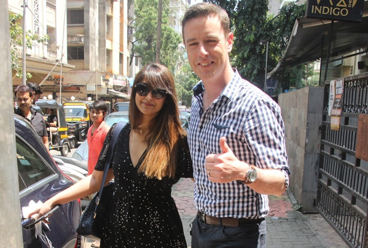 Adorable couple! Ileana D'Cruz poses with alleged boyfriend Andrew Kneebone in Mumbai; see pics