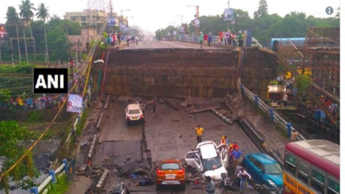 News Alerts! Majerhat bridge in South Kolkata collapses, many feared trapped