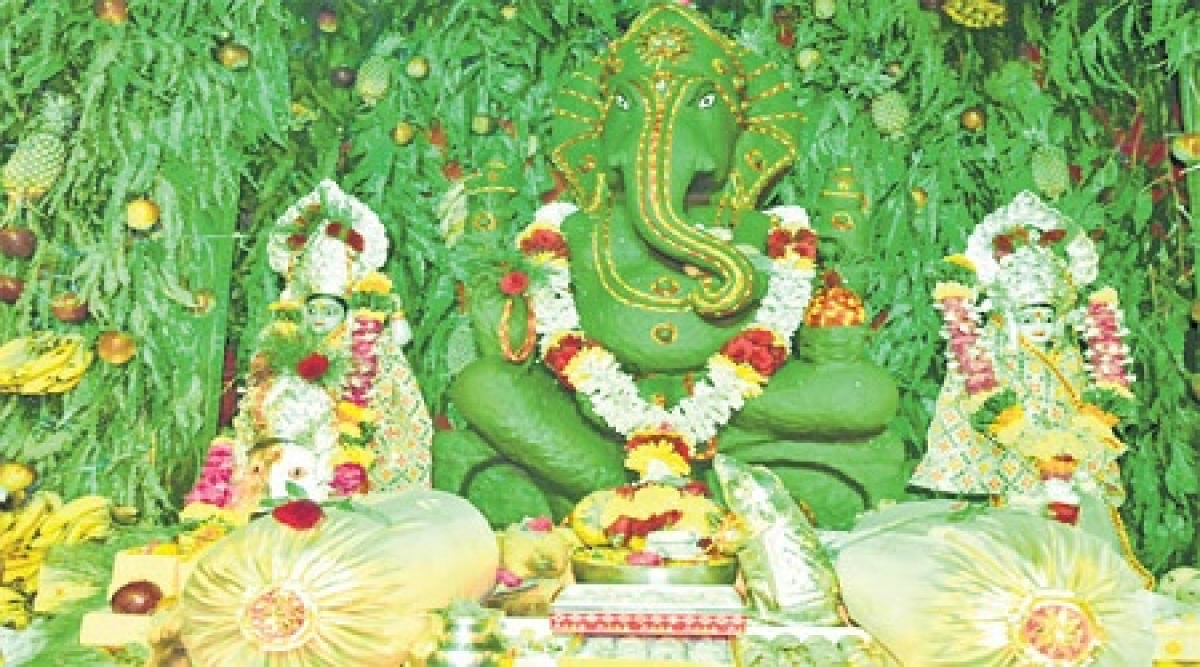 Indore: Here, Ganesha welcomes you with new theme everyday