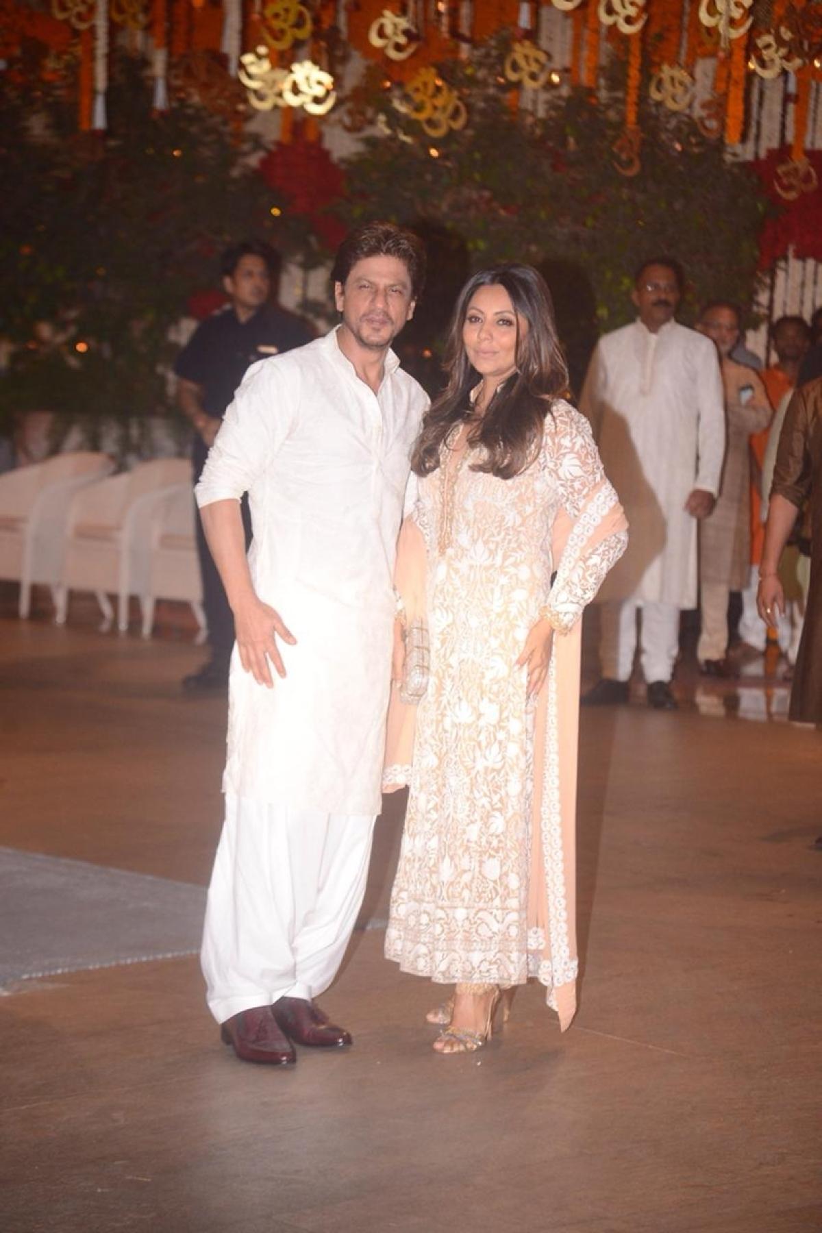 Shah Rukh Khan and his wife Gauri Khan at Mukesh Ambani's house.Photo By: Viral Bhayani