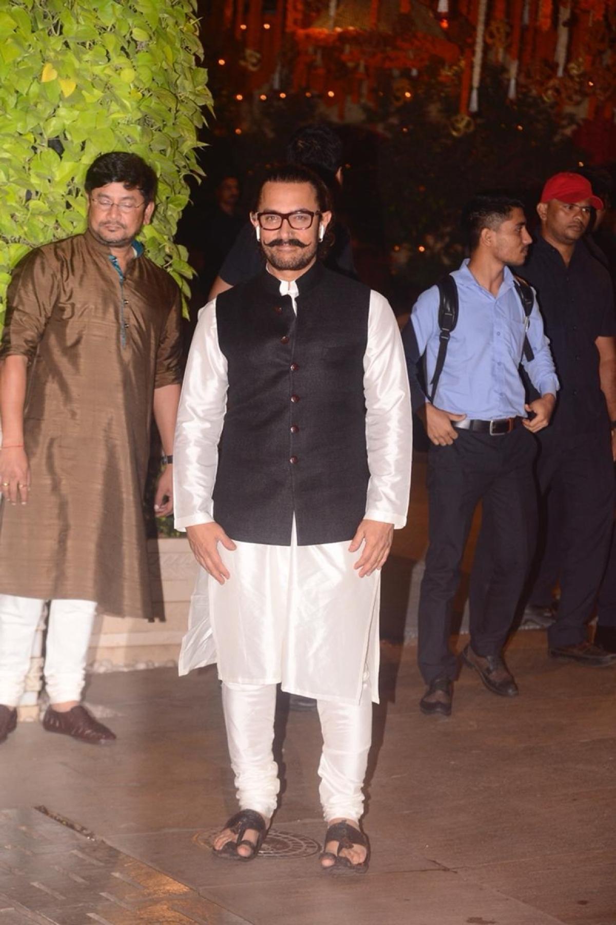 Aamir Khan at Mukesh Ambani's house. Photo By: Viral Bhayani