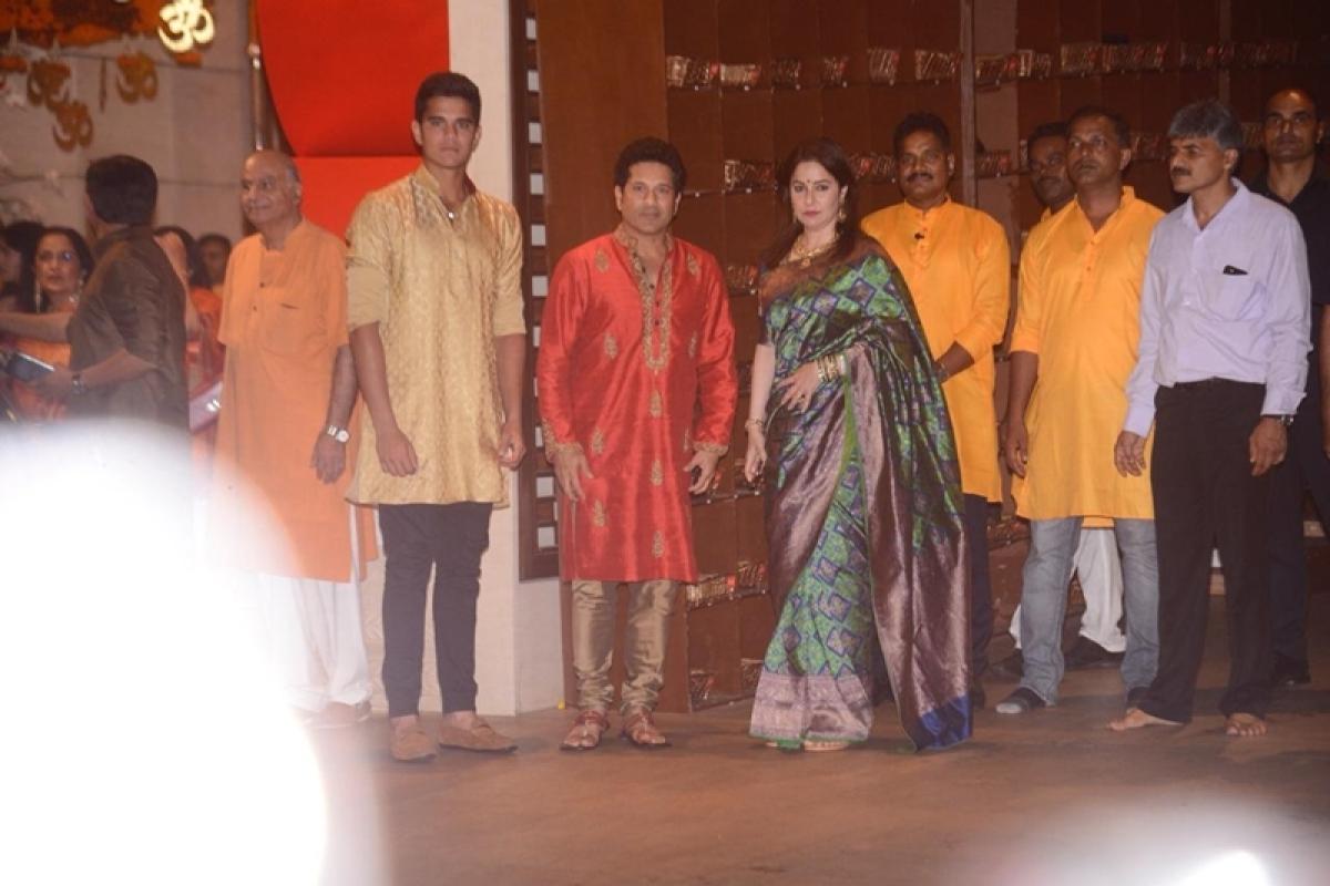 Sachin Tendulkar arrives with his wife Anjali Tendulkar and son Arjun at Mukesh Ambani's house. Photo By: Viral Bhayani