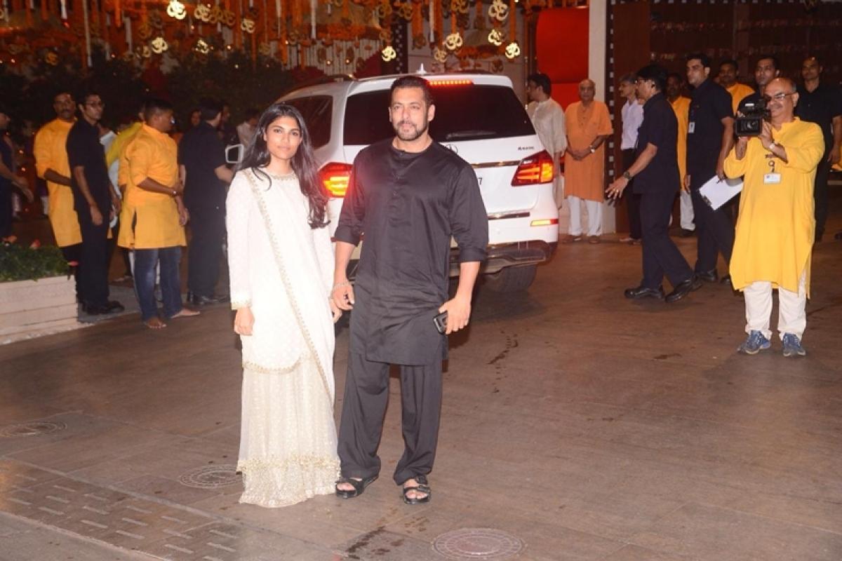 Salman Khan at Mukesh Ambani's house. Photo By: Viral Bhayani