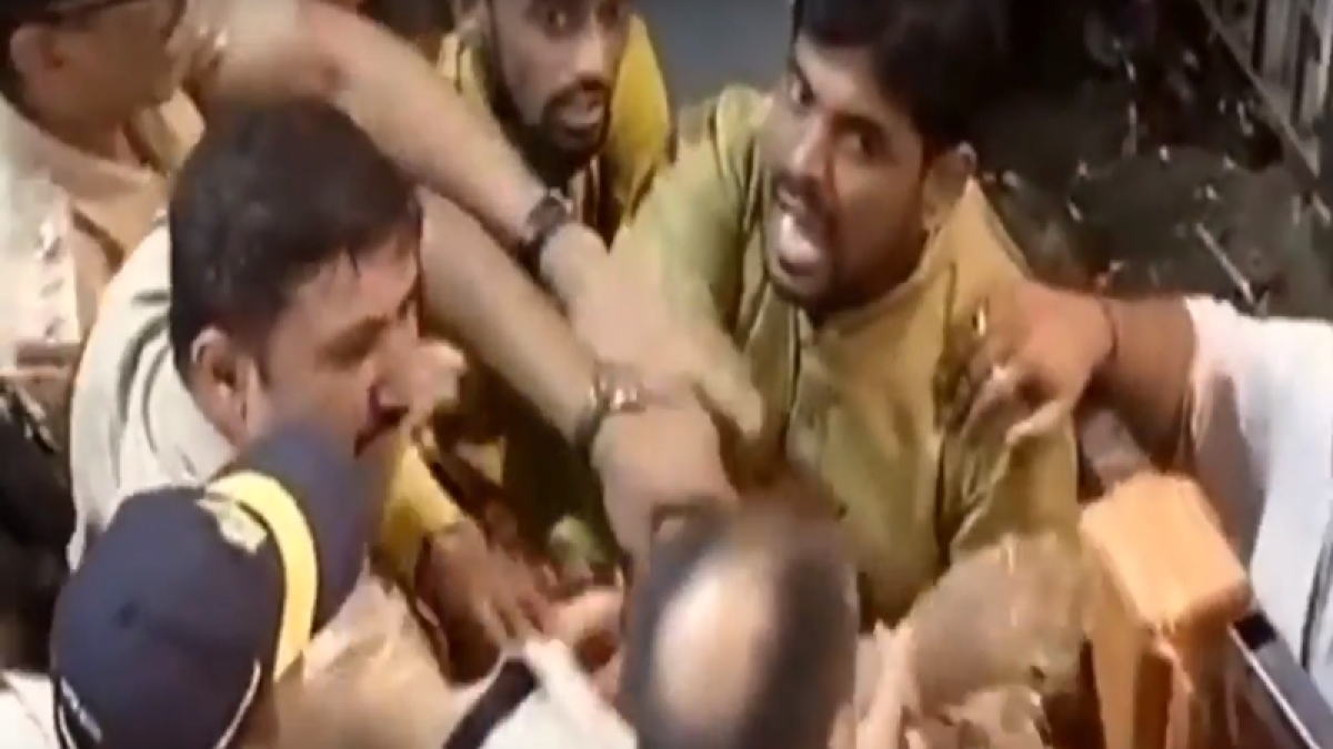 Clash at Lalbaugcha Raja: Social activist alleges cops, women were manhandled by volunteers