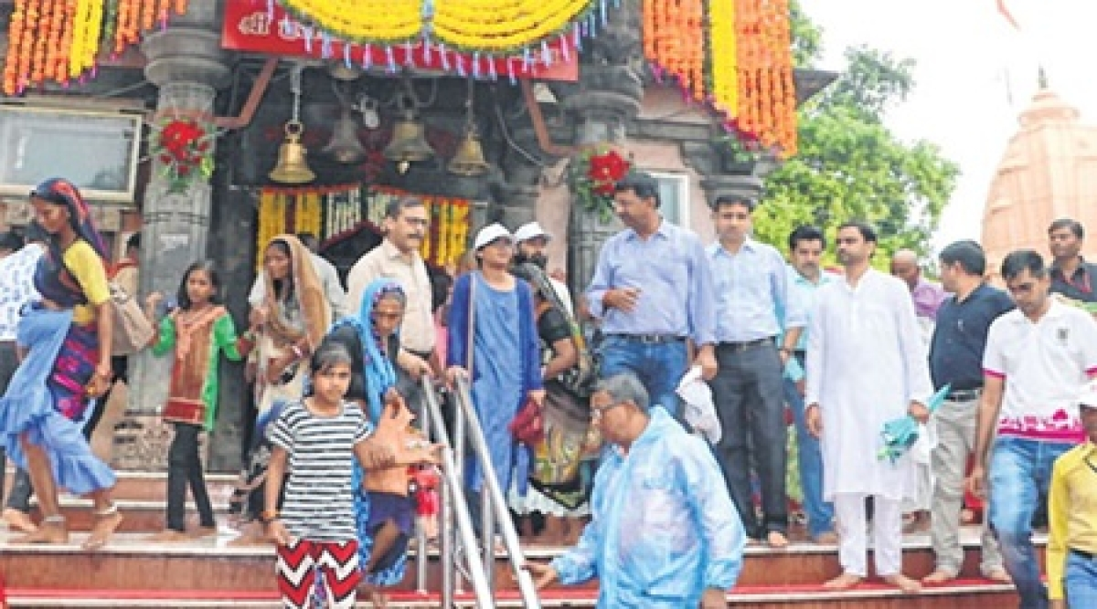 Ujjain: Collector takes heritage walk from Mahakal to Harsiddhi temple