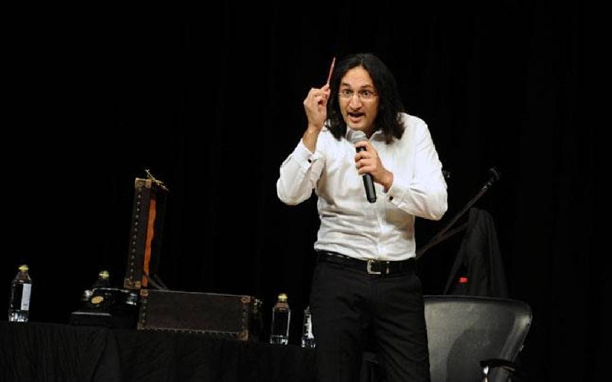 Comedian Papa CJ, magician Karan Singh come together to raise funds for Kerala