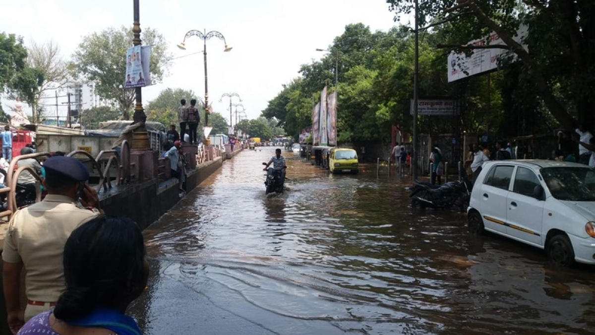 Mutha canal wall collapse: Pune mayor gheraoed by angry residents