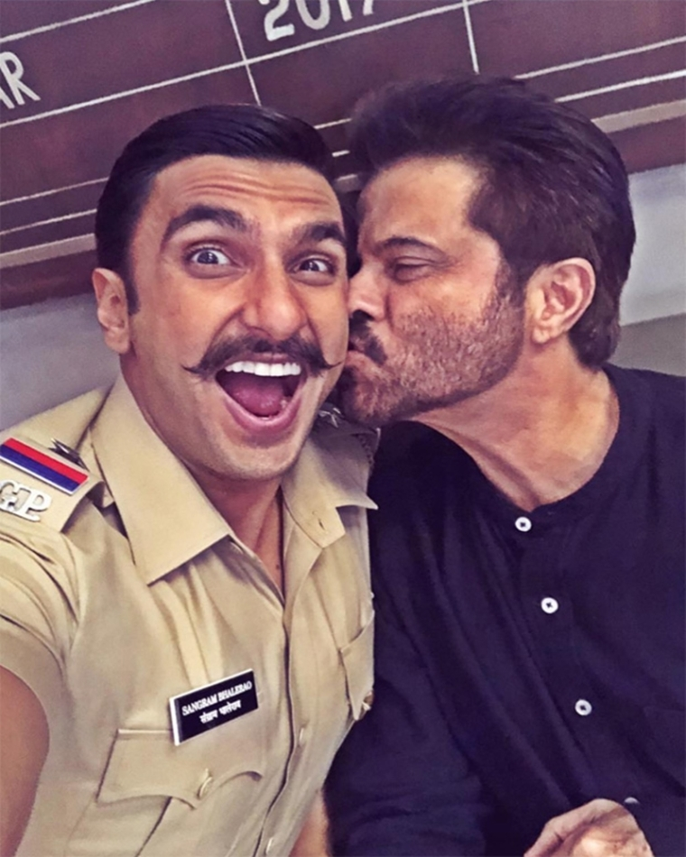 Anil Kapoor gives a kiss to Ranveer Singh and the reaction of 'Simmba' is priceless