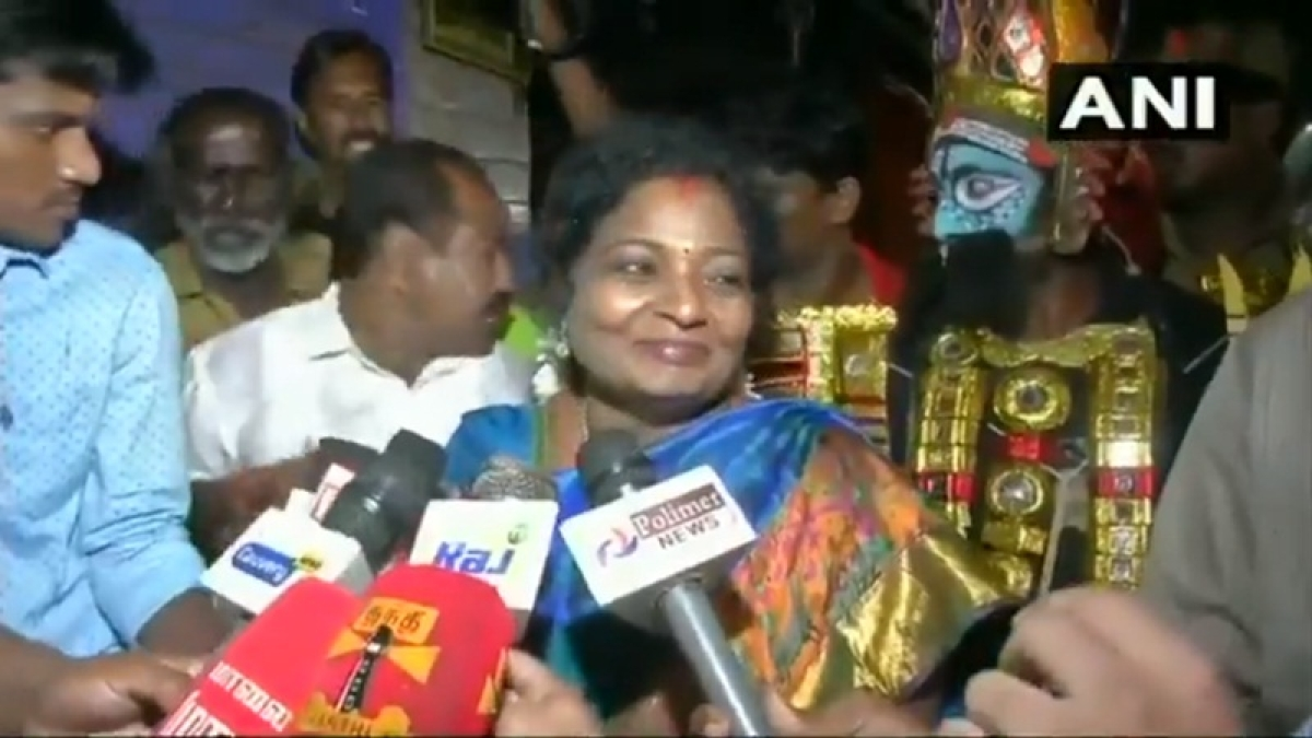 Fuel Price Hike: Elderly auto driver slapped for questioning TN BJP Chief Tamilisai Soundararajan about rising prices