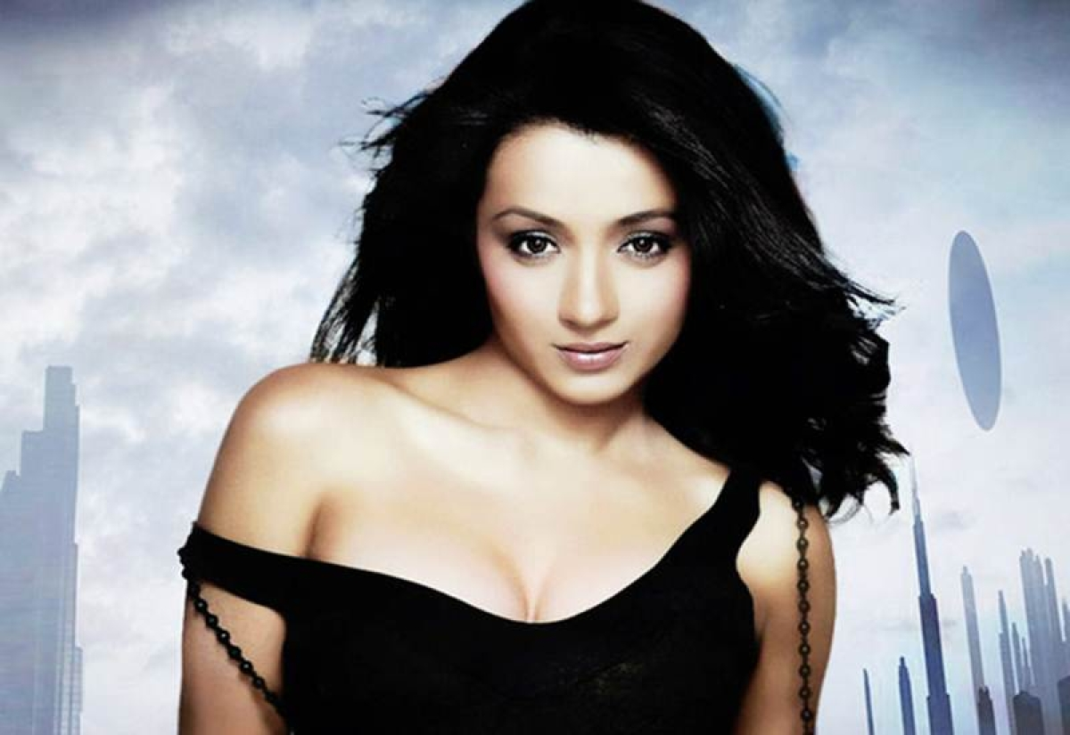 Akshay Kumar's co-star Trisha Krishnan slams her Twitter follower for disrespecting other actors