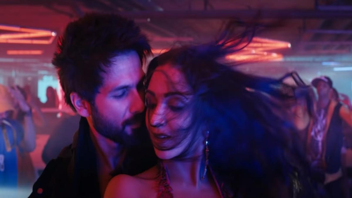Urvashi Song Out! Shahid Kapoor-Kiara Advani fail to keep up with Prabhudheva's iconic 90s track