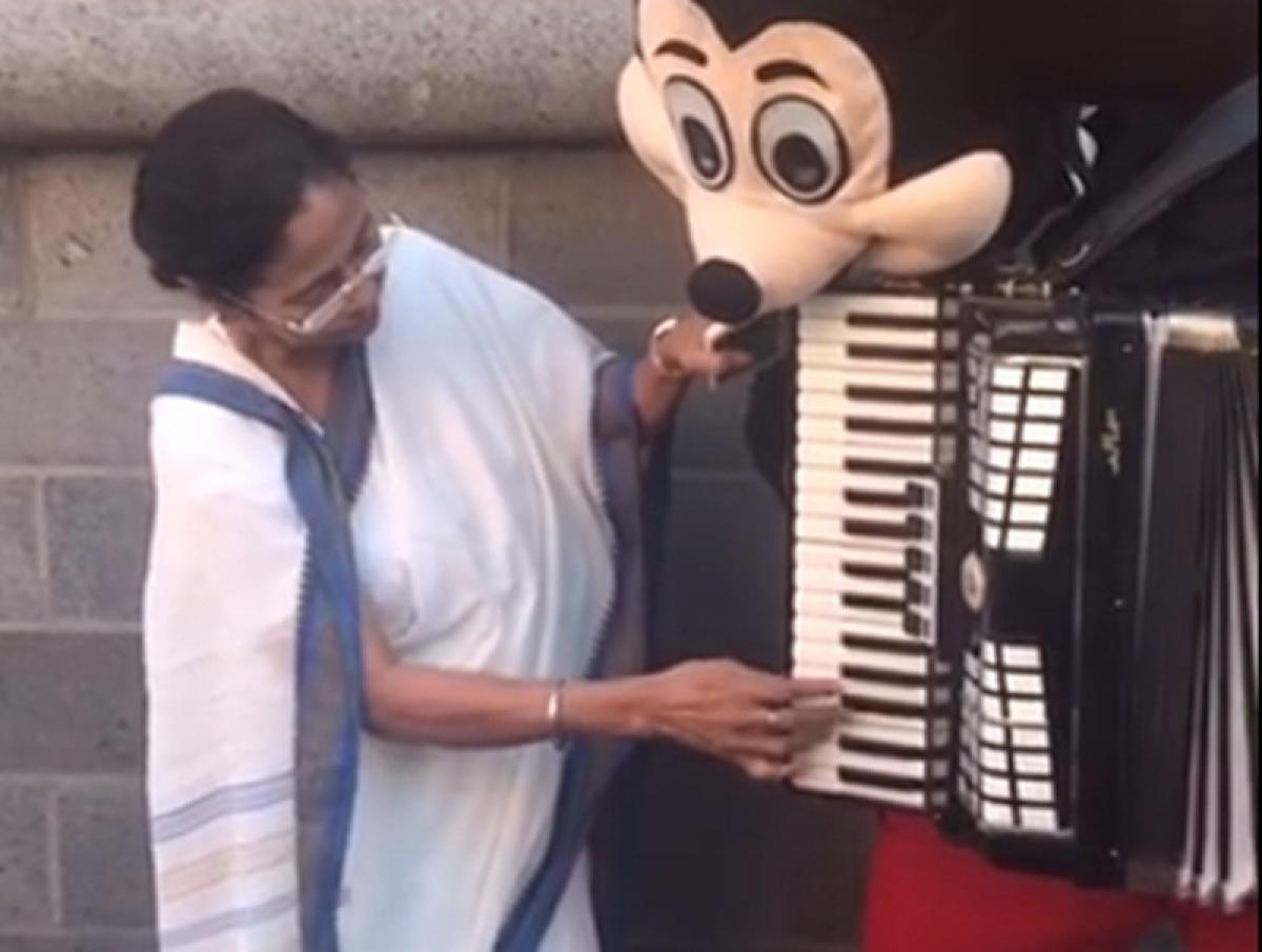Watch West Bengal CM Mamata Banerjee plays 'Hum honge kamiyab' on accordion in Germany; video goes viral