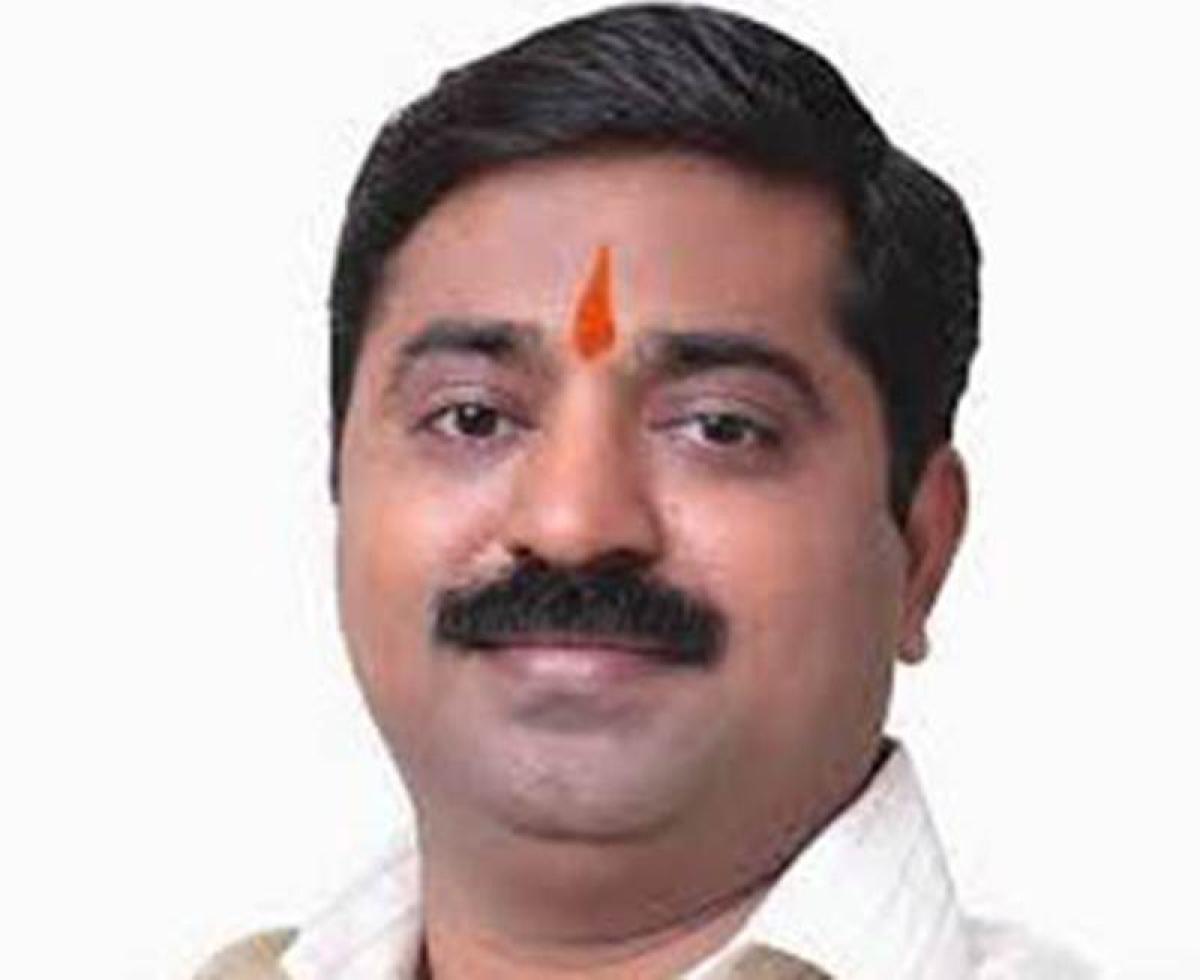 Pimpri-Chinchwad mayor supports the MLA Ram Kadam