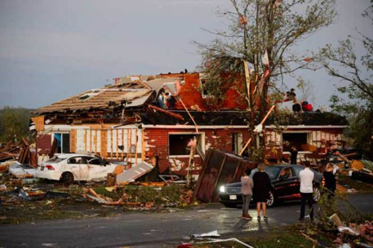 Tornado batters Ottawa locality