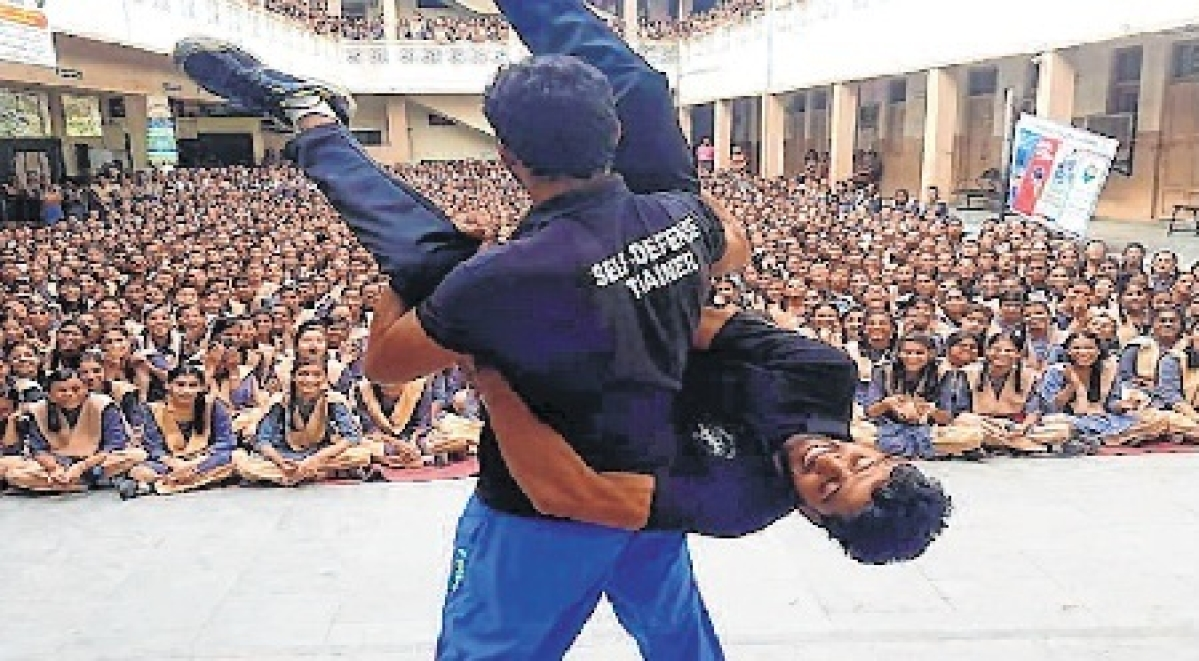 Self-defence trainers teach girl to stay safe