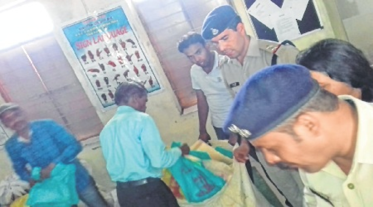 Bhopal: Officials caught distributing goody bags with Malaiya's photo