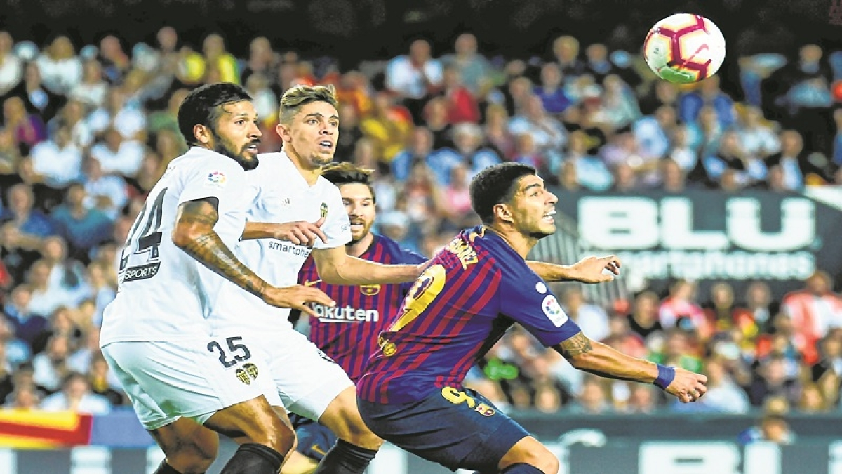 La Liga: Sevilla shock Barcelona to become surprise leaders