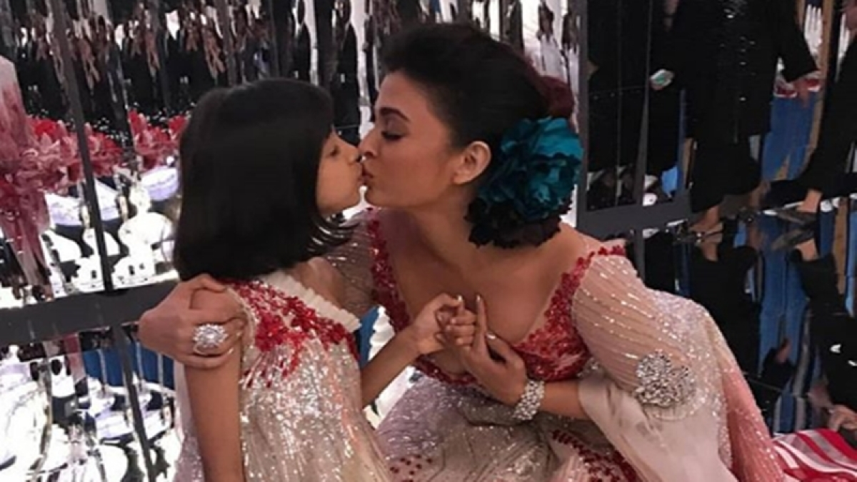 T-winning! Aishwarya Rai Bachchan's ramp walk sealed with Aaradhya's kiss; see pics