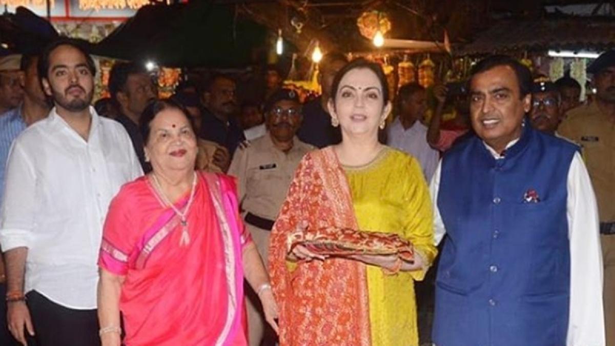 Ambani family visit Siddhivinayak Temple to present first wedding invitation of Isha and Anand Piramal