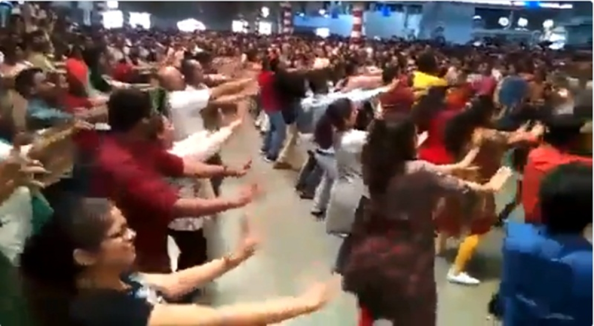Mumbai: 70 Railway employees organise flash mob at CSMT to spread message of cleanliness on Gandhi Jayanti, watch video