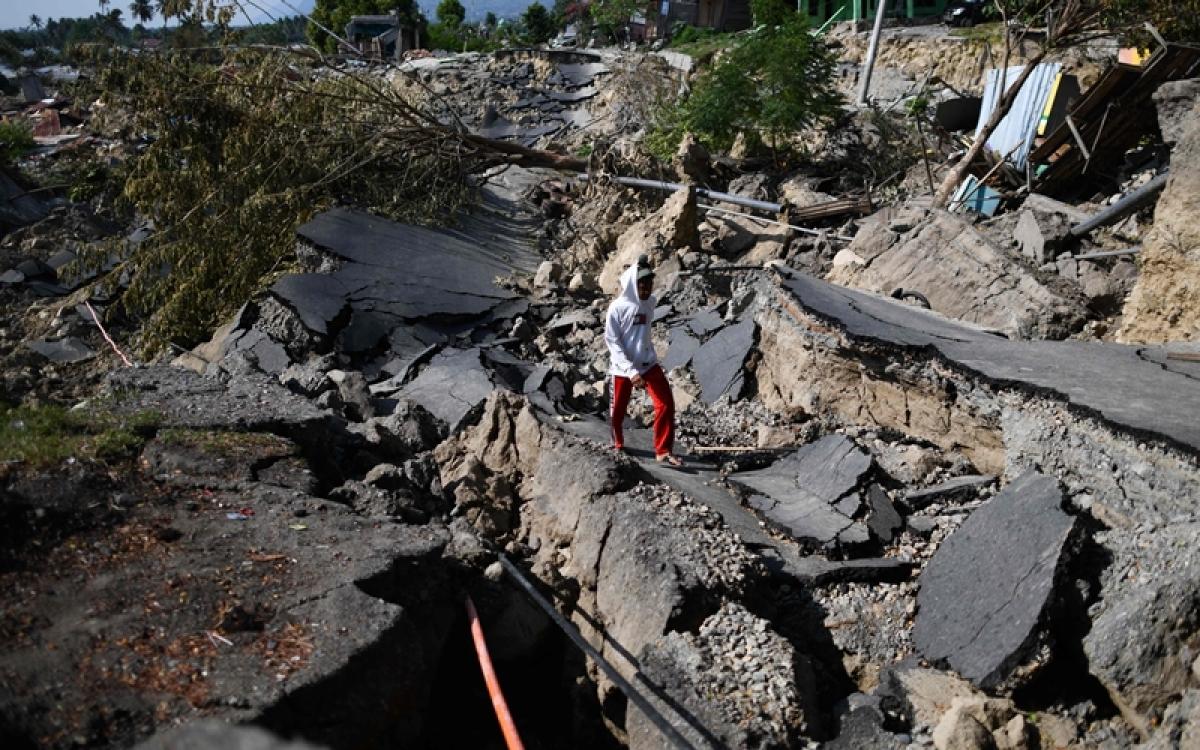 Bhopal: Mid-road sewage line work irks commuters