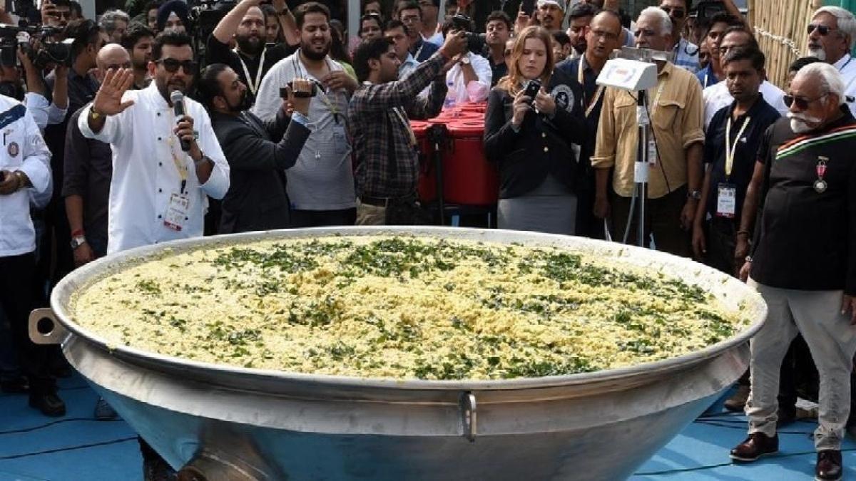 Maharashtra: Nagpur chef prepares 3000kgs of khichdi to set world record