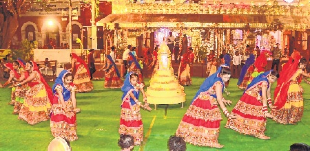 Indore: Here, police shed khaki to mingle with divine