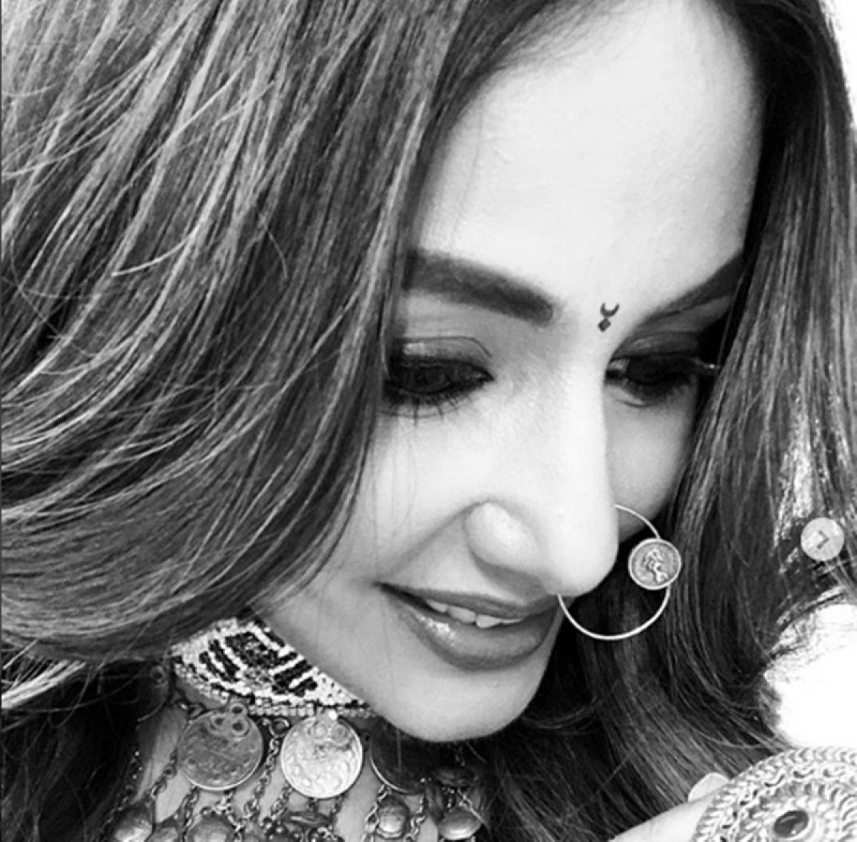Nikaaa! Hina Khan reveals new look of Komolika in 'Kasautii Zindagii Kay 2'