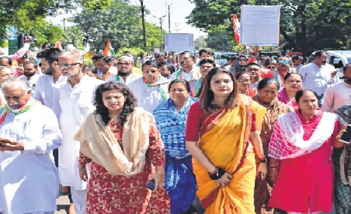 Bhopal: Congress leaders take to streets demanding reinstatement of Verma
