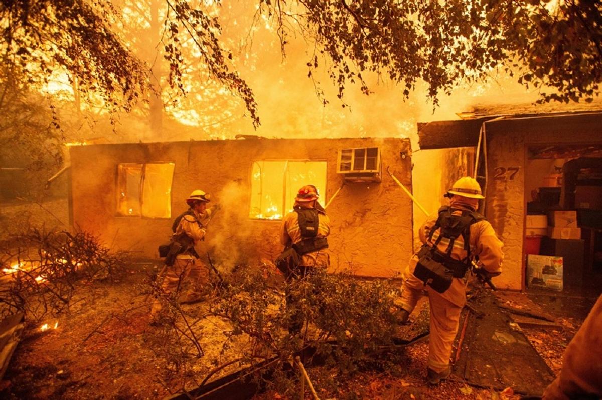 California wildfire kills 9, ravages celebrity homes