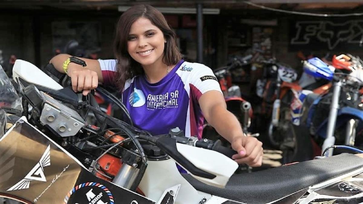 Cancer survivor is 1st Peruvian woman in Dakar bike rally