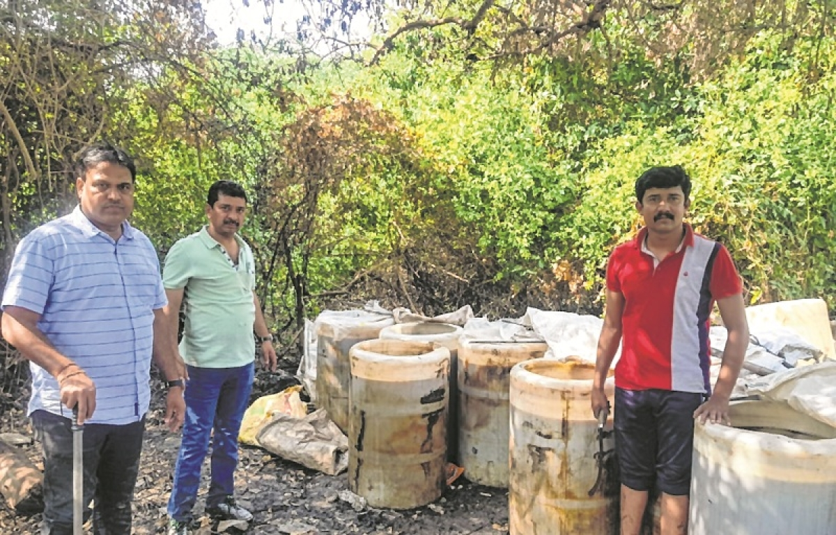 Bhayandar: Excise officers paddle their way to bust hooch den