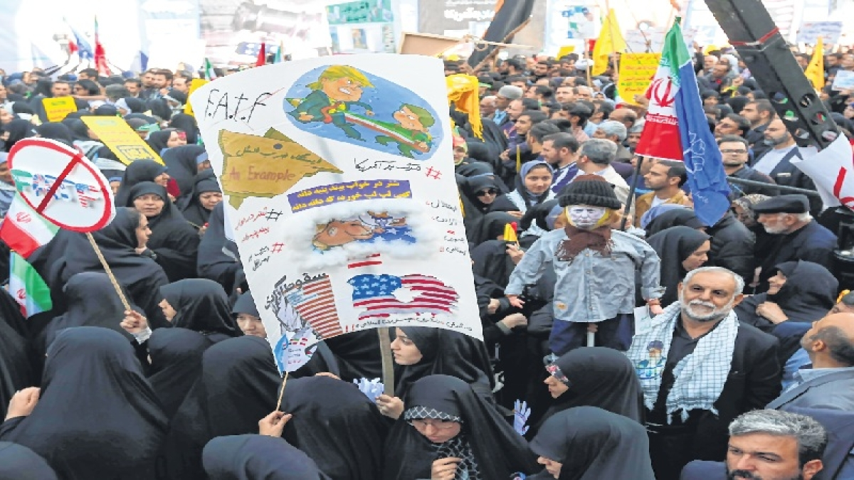 All eyes on Saudis as Iran curbs take effect
