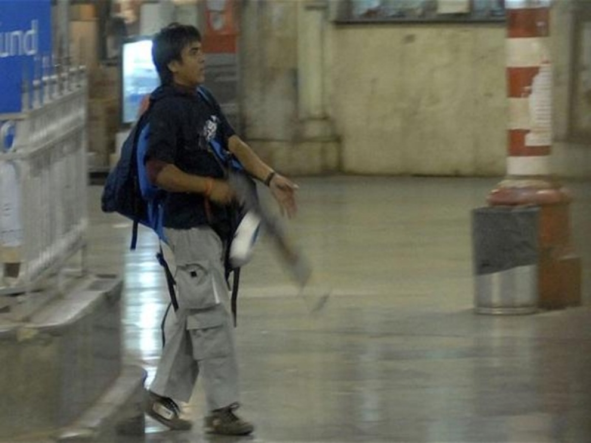 10 years of 26/11: Cops were afraid, let Ajmal Kasab flee from station, says photojournalist who caught him on camera
