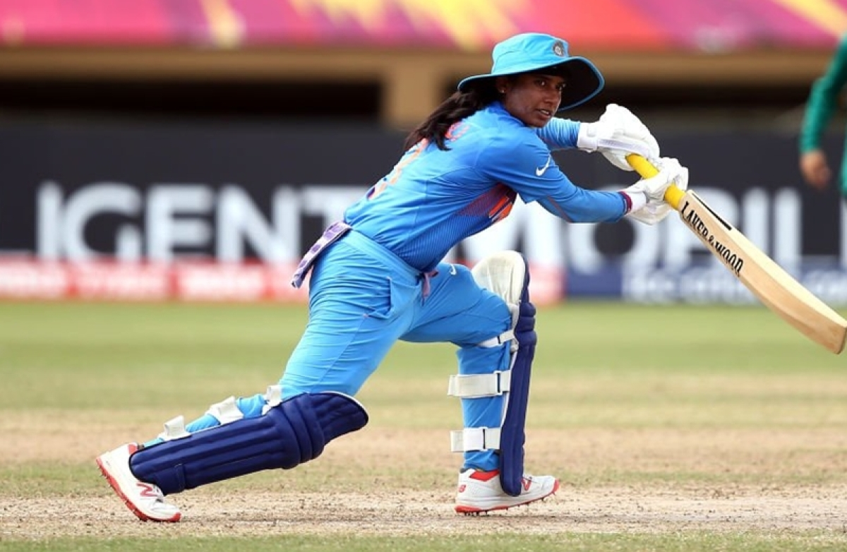 Indian eves asked to  maintain 'decorum'