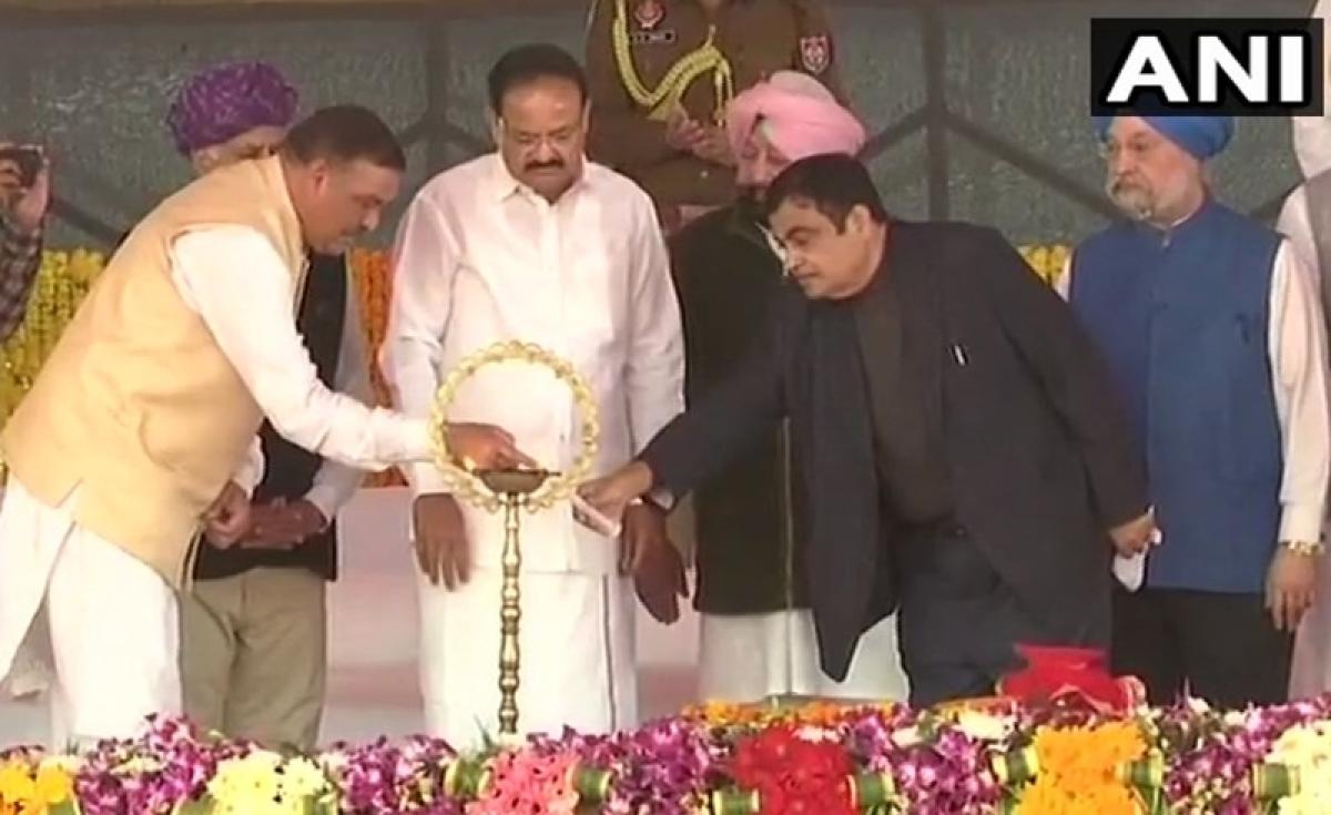 Kartarpur Sahib corridor: Vice-President Venkaiah Naidu, CM Amarinder Singh lay foundation stone for benefit of Sikh pilgrims