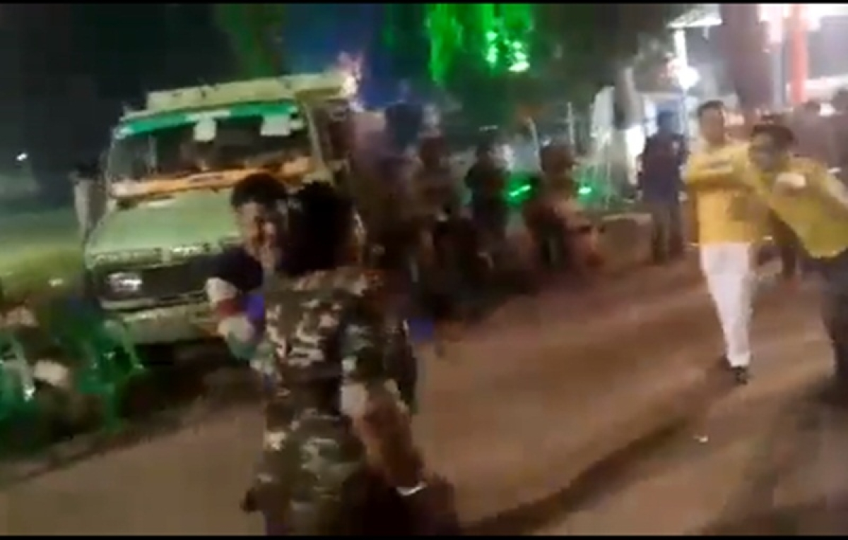 Video of lady constables from West Bengal dancing before Kali idol immersion goes viral; inquiry ordered
