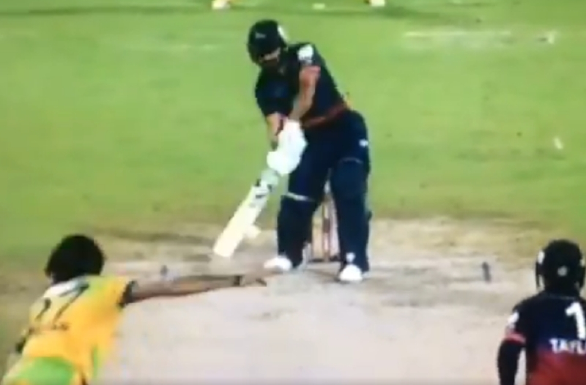 Wow! Rashid Khan perfectly pulls off MS Dhoni's 'helicopter shot' during T10 league; watch video