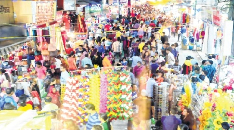 Bhopal: Shoppers flock New Market for pre-Dhanteras purchase