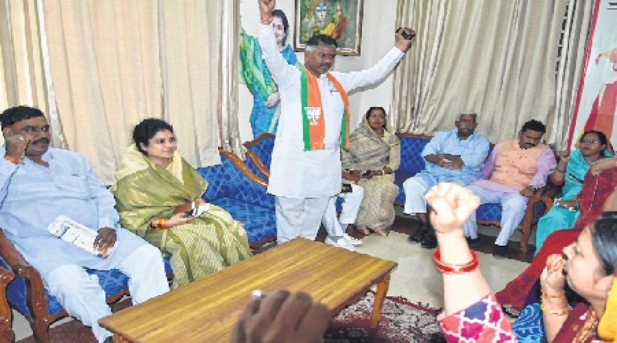 Bhopal: Demand to give ticket to Krishna rises, Congress gets in touch with Gaurs