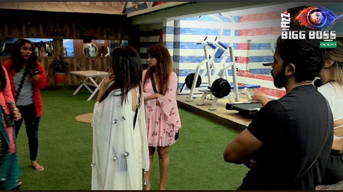 Bigg Boss 12 update: Somi Khan threatens to BREAK Jasleen Mathura's face