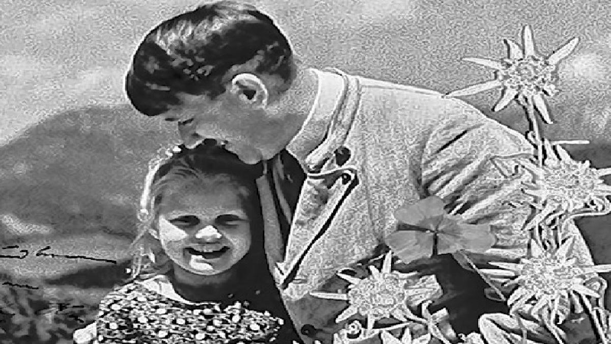 Adolf Hitler picture embracing child of Jewish grandmom sold