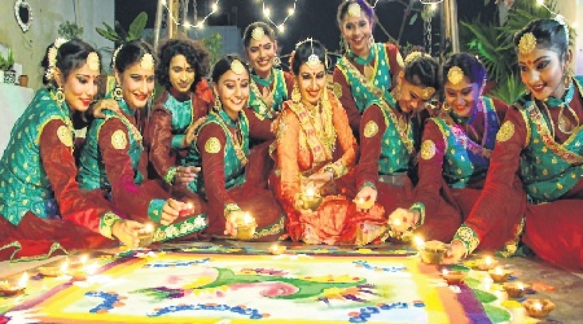 Indore: Temple trips, bonding to mark D-day