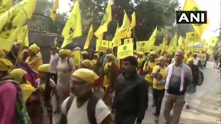 Protesting farmers from across the nation take out 'Kisan Mukti March' in Delhi