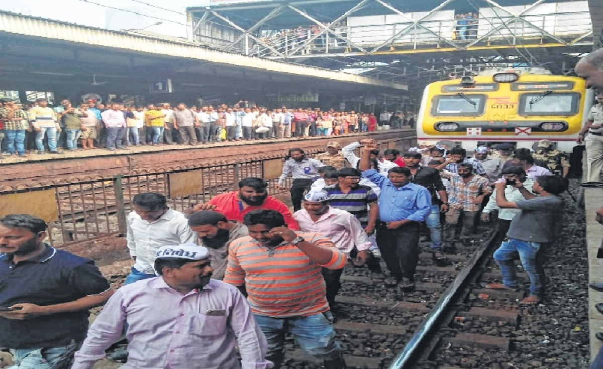 To keep up protest, Uber, Ola drivers stage rail roko at Dadar station